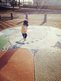 公園の男の子の写真・画像素材[3696343]