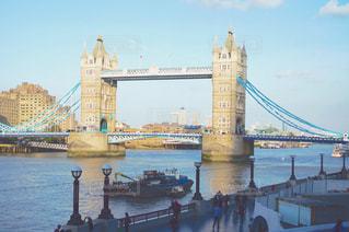 いくつかの水以上の長い橋の写真・画像素材[875408]