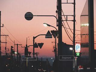 夕暮れの町の写真・画像素材[2112717]