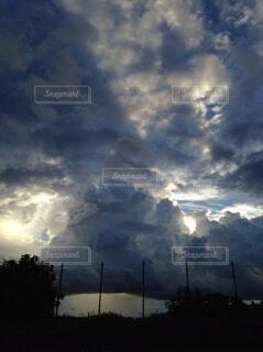 荒れ模様の空の写真・画像素材[4811719]