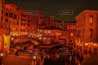夜の街の景色の写真・画像素材[869087]