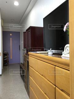 シンク、冷蔵庫付きのキッチンの写真・画像素材[903241]