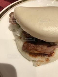 近くの皿にサンドイッチを - No.822140
