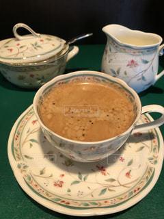 コーヒーのカップのプレートの写真・画像素材[1032733]