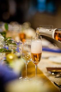 テーブル ワインのグラスの写真・画像素材[1625959]
