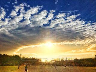 空には雲のグループの写真・画像素材[891324]