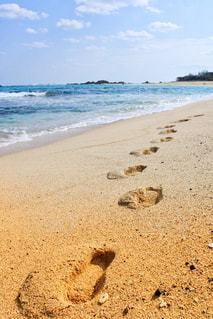 海の横にある砂浜のビーチの写真・画像素材[993476]