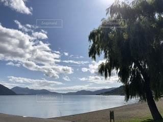 晴れた日の洞爺湖の写真・画像素材[2466556]