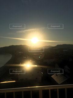 街に沈む夕日の写真・画像素材[919702]