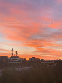都市の夕日の写真・画像素材[2229195]