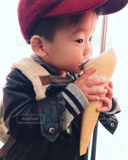 帽子をかぶった小さな男の子の写真・画像素材[961438]