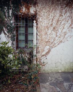 近くの石造りの建物の写真・画像素材[961474]