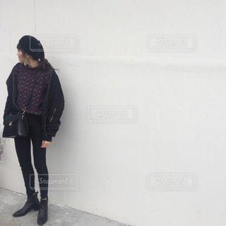 通りを歩く女性の写真・画像素材[989036]
