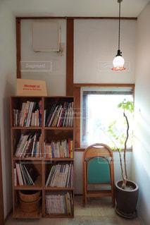本棚のある部屋の写真・画像素材[2897506]