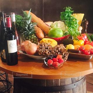 ワインと食材の写真・画像素材[1130028]