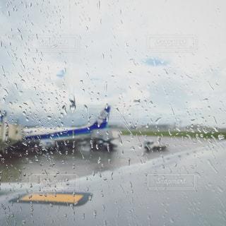 雨の日の旅の写真・画像素材[1082213]