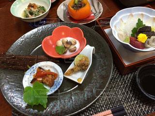 温泉旅館の夕食の写真・画像素材[894338]