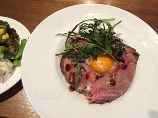 カフェのローストビーフ丼の写真・画像素材[998338]