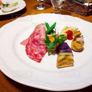 イタリアンのお洒落な前菜の写真・画像素材[998369]