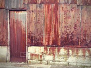錆びたトタンの壁の写真・画像素材[1060653]