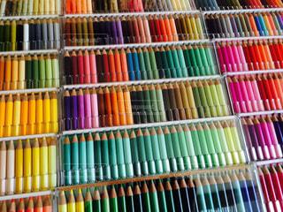 カラフルな色えんぴつたちの写真・画像素材[1258727]