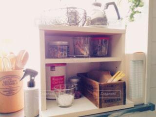 キッチンの窓辺の写真・画像素材[1692646]