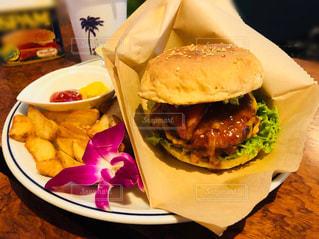 ハワイアンなハンバーガーの写真・画像素材[1878707]