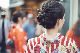 お団子ヘアの着物を着た日本人女性の写真・画像素材[4007024]