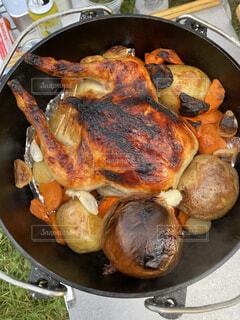 丸鶏を使ったローストチキンの写真・画像素材[4023731]