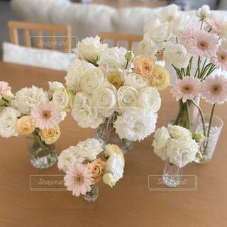 沢山のお花でおうち華やかに!の写真・画像素材[3184198]
