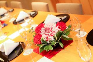テーブルの上の花の花瓶 - No.874507