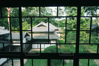 大きなガラス窓の写真・画像素材[1440150]