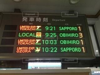 新得駅の電光掲示板の写真・画像素材[3562474]