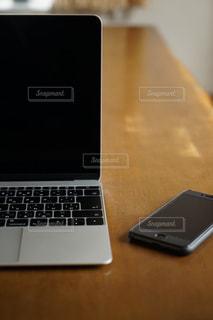 パソコンと携帯電話の写真・画像素材[1668834]