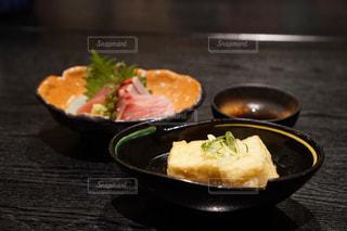 お刺身と揚げ出し豆腐の写真・画像素材[1754438]