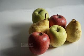りんごと梨の写真・画像素材[2165988]