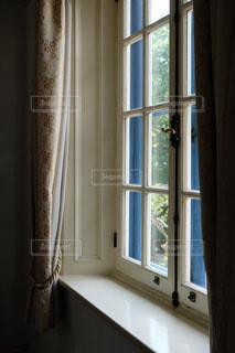 窓の写真・画像素材[2327973]