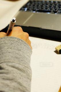 ノートに書くの写真・画像素材[2905481]