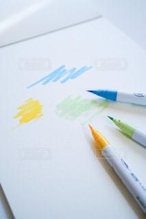ペンと画用紙の写真・画像素材[3037774]