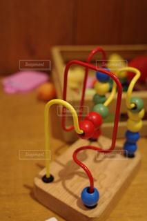 テーブルの上のおもちゃの写真・画像素材[3040520]