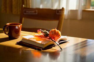 読書の秋の写真・画像素材[3750204]