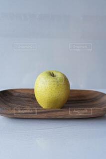 青リンゴが1つの写真・画像素材[3958499]