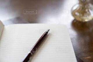 ノートとペンの写真・画像素材[4077932]