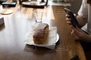パウンドケーキの写真を撮るの写真・画像素材[4770675]