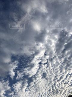 空には雲のグループの写真・画像素材[750579]