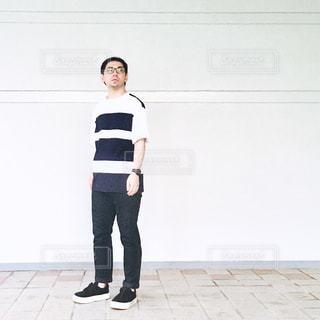 さっそうと立っている人の写真・画像素材[715321]