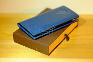 青い長財布の写真・画像素材[1729028]