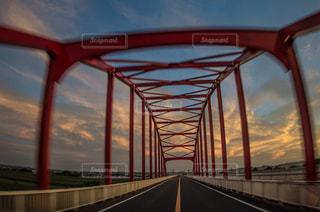 アーチ橋走行中の写真・画像素材[1313153]