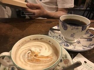 テーブルの上のコーヒー1杯の写真・画像素材[2091727]