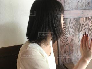 窓越しのの写真・画像素材[1063089]